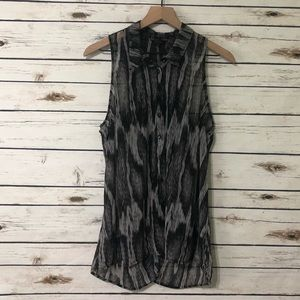 Guess sleeveless top / Large